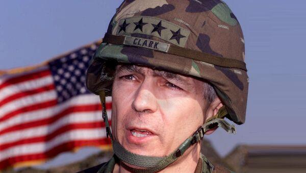 Генерал Весли Кларк на Косову 1999. године. - Sputnik Србија