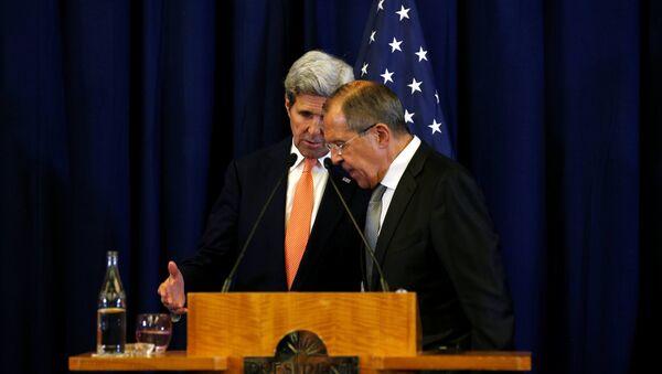 Амерички државни секретар Џон Кери и министар спољних послова Русије Сергеј Лавров на заједничкој конференцији за медије након састанка о Сирији у Женеви - Sputnik Србија