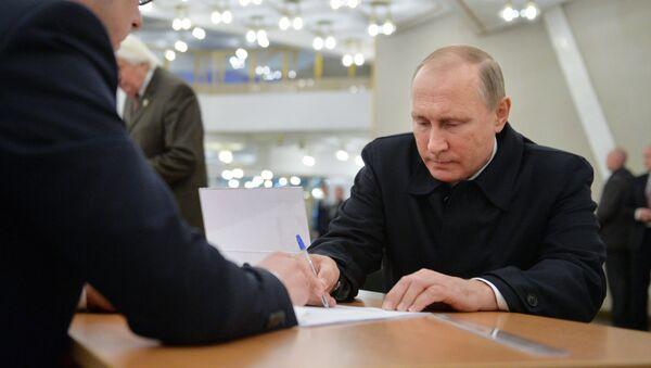 Руски председник Владимир Путин на парламентарним изборима - Sputnik Србија