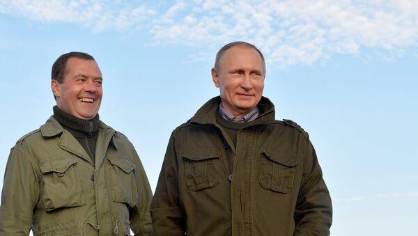 Владимир Путин и Дмитриј Медведев - Sputnik Србија