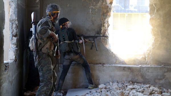 Побуњеници на југозападном ободу северног града Алепа у Сирији 6. августа, 2016 - Sputnik Србија