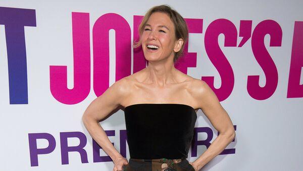 Глумица Рене Зелвегер долази на премијеру филма Беба Бриџит Џонс у Њујорку - Sputnik Србија