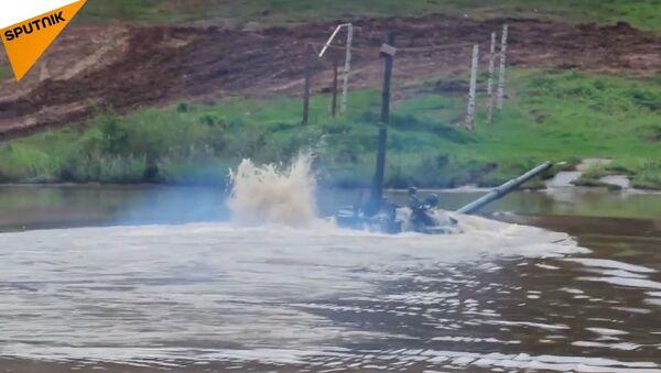 Russian Tank Drives Underwater - Sputnik Србија