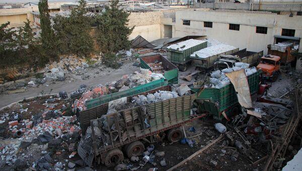 Разбацана хуманитарна помоћ у граду Урум ал Кубра на западном крају северног сиријског града Алепа, након гранатирања хуманитарног конвоја. - Sputnik Србија