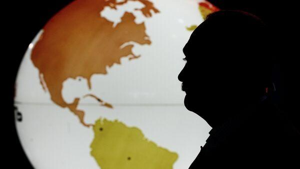 Посетилац на Светском сајму нафте - Sputnik Србија