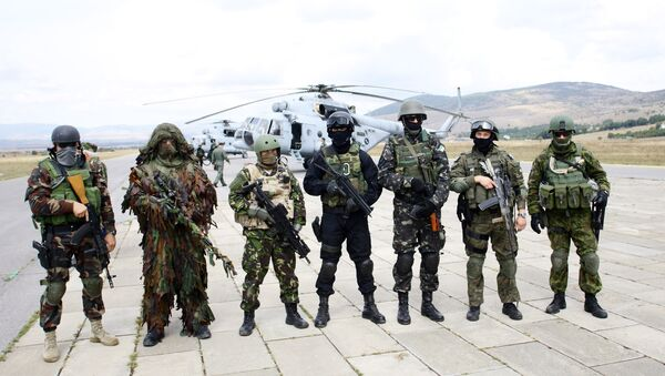 Specijalne jedince  (L ka D) Mađarske, Makedonije, Rumunije, Hrvatske, Ukrajine, Poljske i Švedske tokom zajedničkih vojnih vežbi - Sputnik Srbija