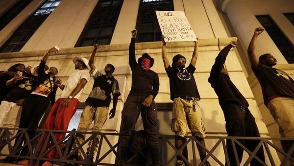 Протести у Шарлоту због убиства Афроамериканца Кита Ламонта Скота. - Sputnik Србија