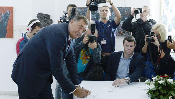 Milorad Dodik na glasačkom mestu - Sputnik Srbija