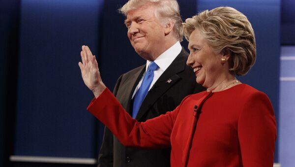 Кандидат Републиканске партије Доналд Трамп и кандидат демократа Хилари Клинтон на почетку предизборне дебате у Њујорку - Sputnik Србија