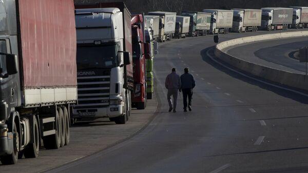 Kolona kamiona - Sputnik Srbija