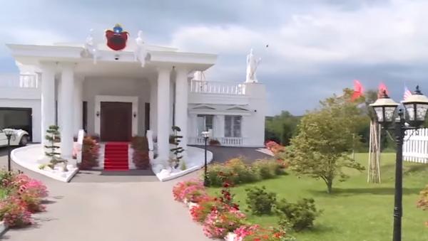 Albanac izgradio Belu kuću usred Kosova - Sputnik Srbija