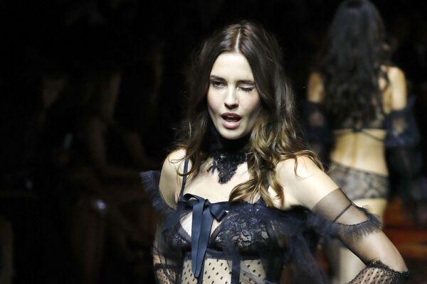 Модел на модној ревији Etam Live Show Lingerie у оквиру Недење моде у Паризу - Sputnik Србија