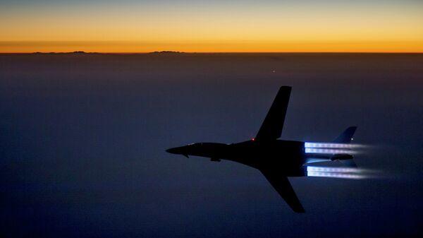 Амерички ловац над Ираком након ваздушних удара по позицијама ДАЕШ-а у Сирији - Sputnik Србија