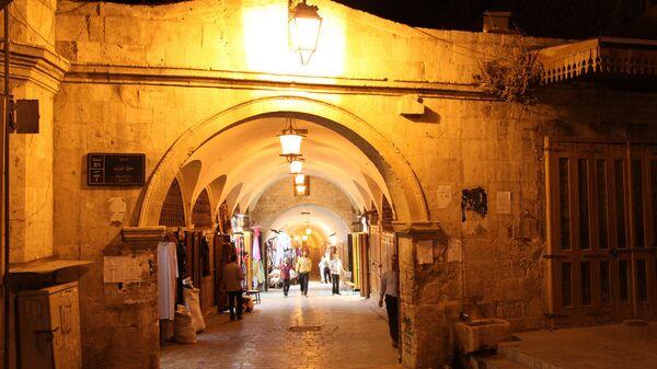 Унеско је Стари град Алепа прогласио спомеником светске баштине и због чувеног Базара. Дужина наткривених трговачких улица на пијаци износи чак 30 километара. - Sputnik Србија