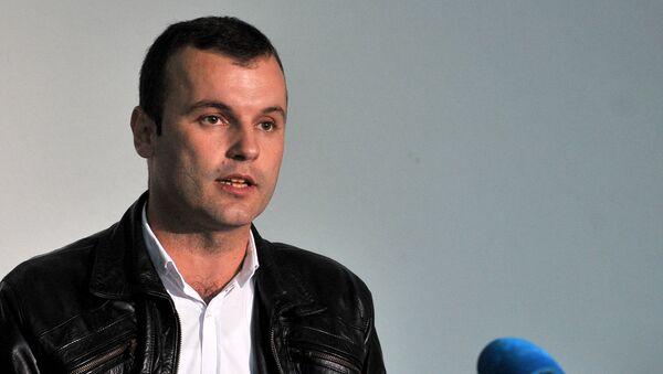 Novi načelnik Srebrenice Mladen Grujičić govori na konferenciji za medije. Mladenu Grujičiću i njegovoj supruzi sinoć je upućena preteća SMS poruka. - Sputnik Srbija