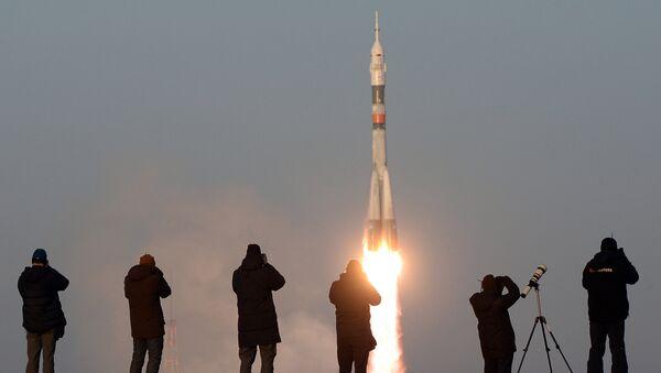 Чувари мирног неба: Дан Космичких снага у Русији - Sputnik Србија