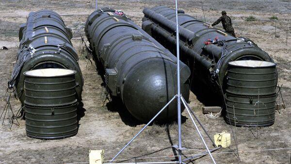 Tri sovjetske rakete RSD-10 pripremljene za uništenje, u okviru Sporazuma o likvidaciji raketa srednjeg i malog dometa - Sputnik Srbija