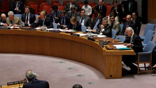 Specijalni izaslanik UN za Siriju Stafan de Mistura obraća se Savetu bezbednosti UN koji zaseda o Siriji - Sputnik Srbija