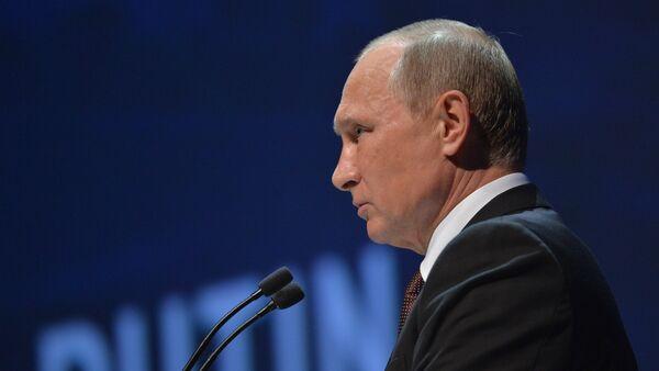 Ruski predsednik Vladimir Putin za govornicom u Turskoj 10.10. 2016. - Sputnik Srbija