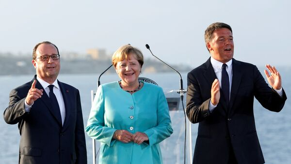 Francuski predsednik Fransoa Oland, nemačka kancelarka Angela Merkel i italijanski premijer Mateo Renci - Sputnik Srbija