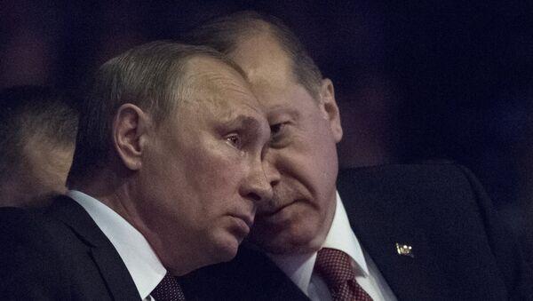 Predsednik Rusije Vladimir Putin i predsednik Turske Redžep Tajip Erdogan tokom Svetskog energetskog kongresa u Istanbulu - Sputnik Srbija