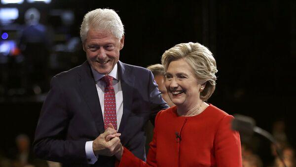 Бил и Хилари Клинтон - Sputnik Србија