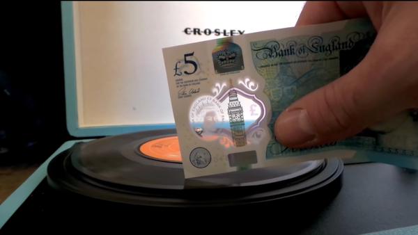 New Five Pound Note Playing a 7 Vinyl Single - Sputnik Србија
