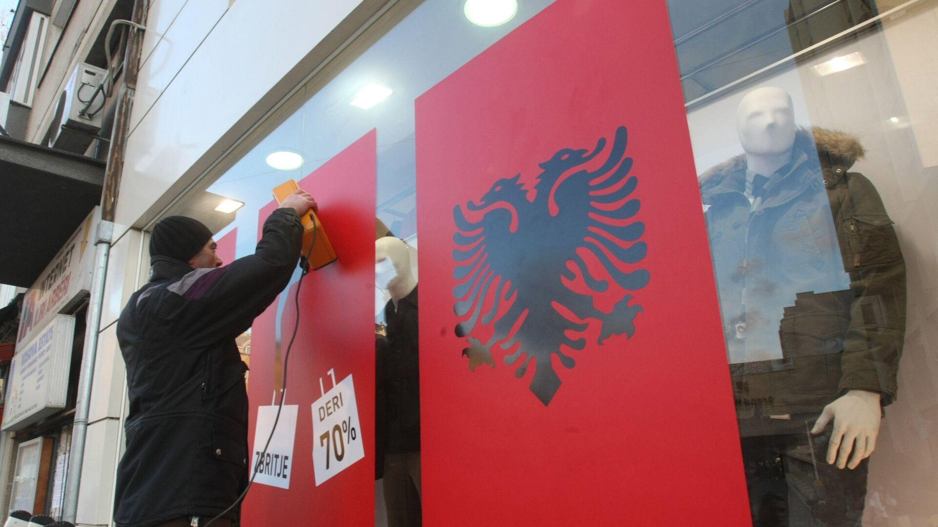 Albanksa zastava na izlogu u Prištini - Sputnik Srbija, 1920, 03.10.2021