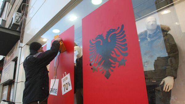 Албанкса застава на излогу у Приштини - Sputnik Србија