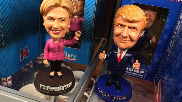 Луткице са ликовима кандидата за председника САД, Хилари Клинтон и Доналда Трампа - Sputnik Србија