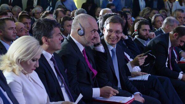 Predsednici vlada Albanije i Srbije Edi Rama i Aleksandar Vučić na Poslovnom forumu Srbija-Albanija u Nišu - Sputnik Srbija