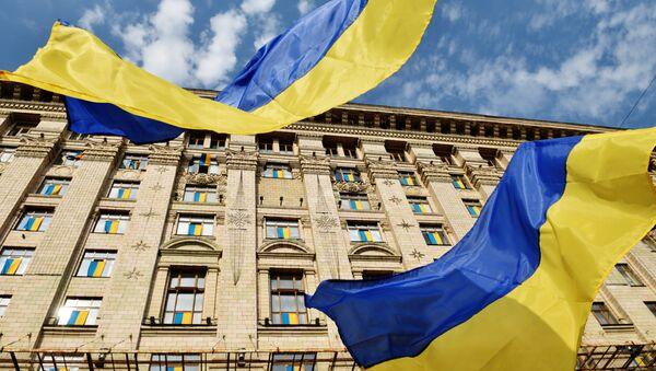 Украјинске заставе испред кијевске градске администрације - Sputnik Србија