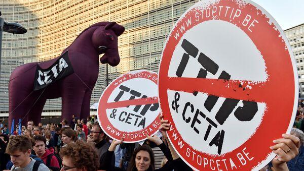 Demonstracije protiv Sporazuma o transatlantskoj trgovini i investicionom partnerstvu (TTIP) u Briselu - Sputnik Srbija