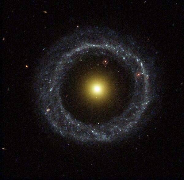 Хоагов објекат, прстенаста галаксија у сазвежђу Змија - Sputnik Србија