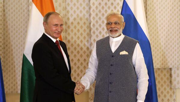 Председник Русије Владимир Путин и премијер Индије Нарендра Моди пре састанка у оквиру самита БРИКС-а - Sputnik Србија