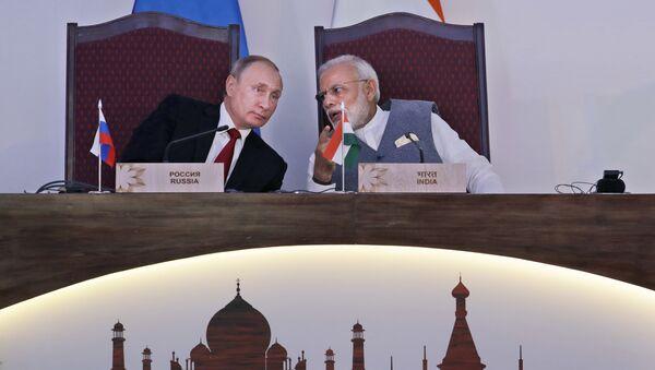 Predsednik Rusije Vladimir Putin i premijer Indije Narendra Modi na sastanku u Goa - Sputnik Srbija