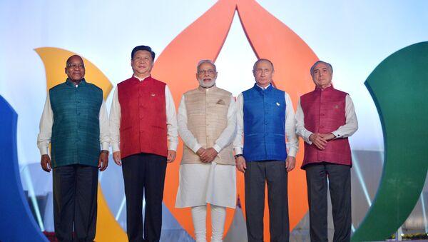 Лидери земаља БРИКС у индијској националној ношњи у Гои, Индија, 15. октобар 2016. - Sputnik Србија