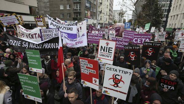 Protest u Varšavi protiv CETA i TTIP sporazuma. - Sputnik Srbija