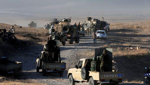 Колона Пешмерги ирачких Курда у нападу на терористе ДАЕШ-а граду Мосулу, Ирак - Sputnik Србија