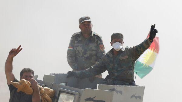 Kolona Pešmergi iračkih Kurda u napadu na teroriste DAEŠ-a gradu Mosulu, Irak - Sputnik Srbija