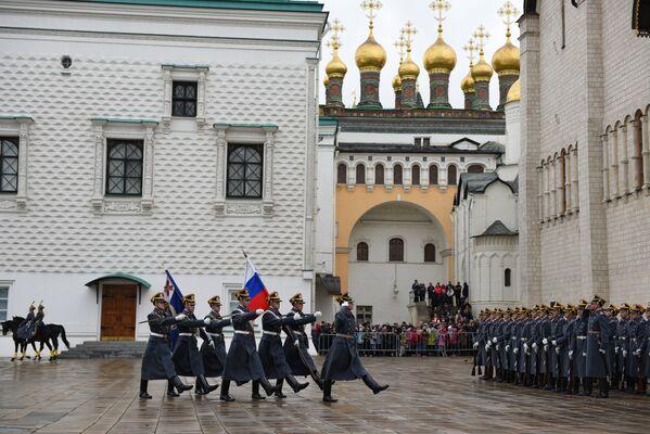 Ceremonija promene straže ispred Kremlja - Sputnik Srbija