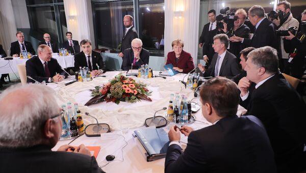 Председник Русије Владимир Путин, немачка канцеларка Ангела Меркел, министар спољних послова Немачке Франк Валтер Штајнмајер и председник Украјине Петро Порошенко током састанка у Берлину - Sputnik Србија
