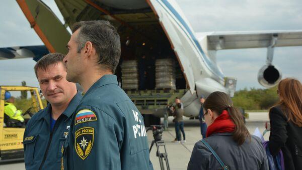 Припремање хуманитарне помоћи за Алеп на аеродрому у Нишу. - Sputnik Србија