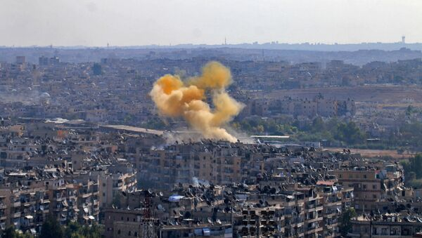 Дим који куља из града Алепа, Сирија - Sputnik Србија