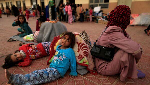 Избеглице из Мосула у изебгличком кампу у граду Ербил, Ирак - Sputnik Србија