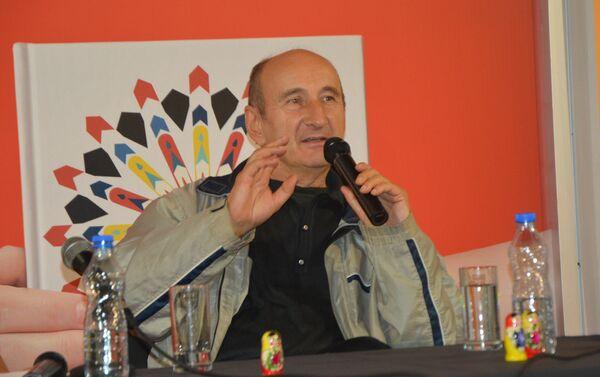 Pesnik Miroslav Maksimović, gost Sputnjika na 61. Beogradskom sajmu knjiga - Sputnik Srbija