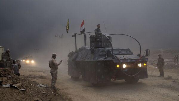 Ирачкa Федерална полиција на контролном пункту Каиара, на око 50 километара јужно од Мосула, Ирак, среда, 26. октобра, 2016. - Sputnik Србија