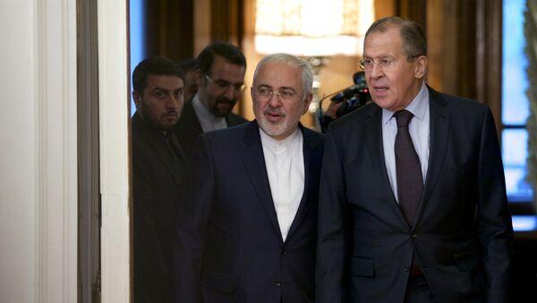 Министар спољних послова Ирана Мухамед Џавад Зариф и министар спољних послова Русије Сергеј Лавров долазе на састанак у Москви - Sputnik Србија