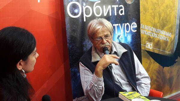 Ljubivoje Ršumović sa novinarkom Sputnjika Valentinom Bulatović - Sputnik Srbija