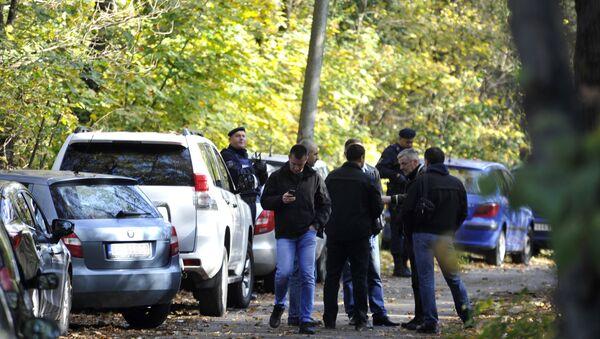 Pripadnici policije, antidiverzantske jedinice i forenzičari u Jajincima gde je pronađen arsenal oružja - Sputnik Srbija